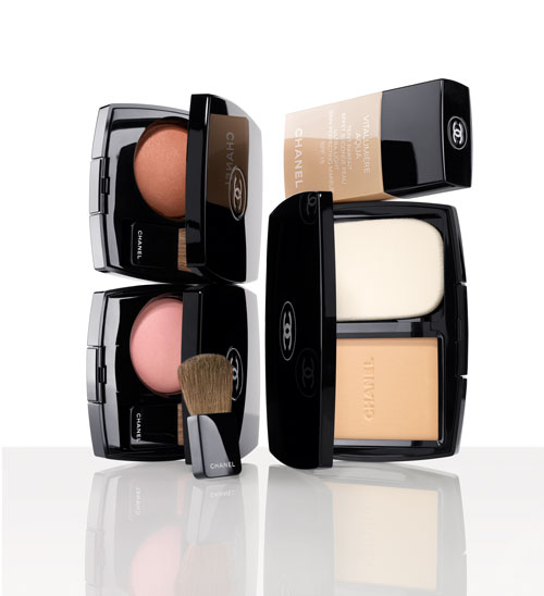 f27b6fd0 Chanel launches Vitalumiere Compact Douceur